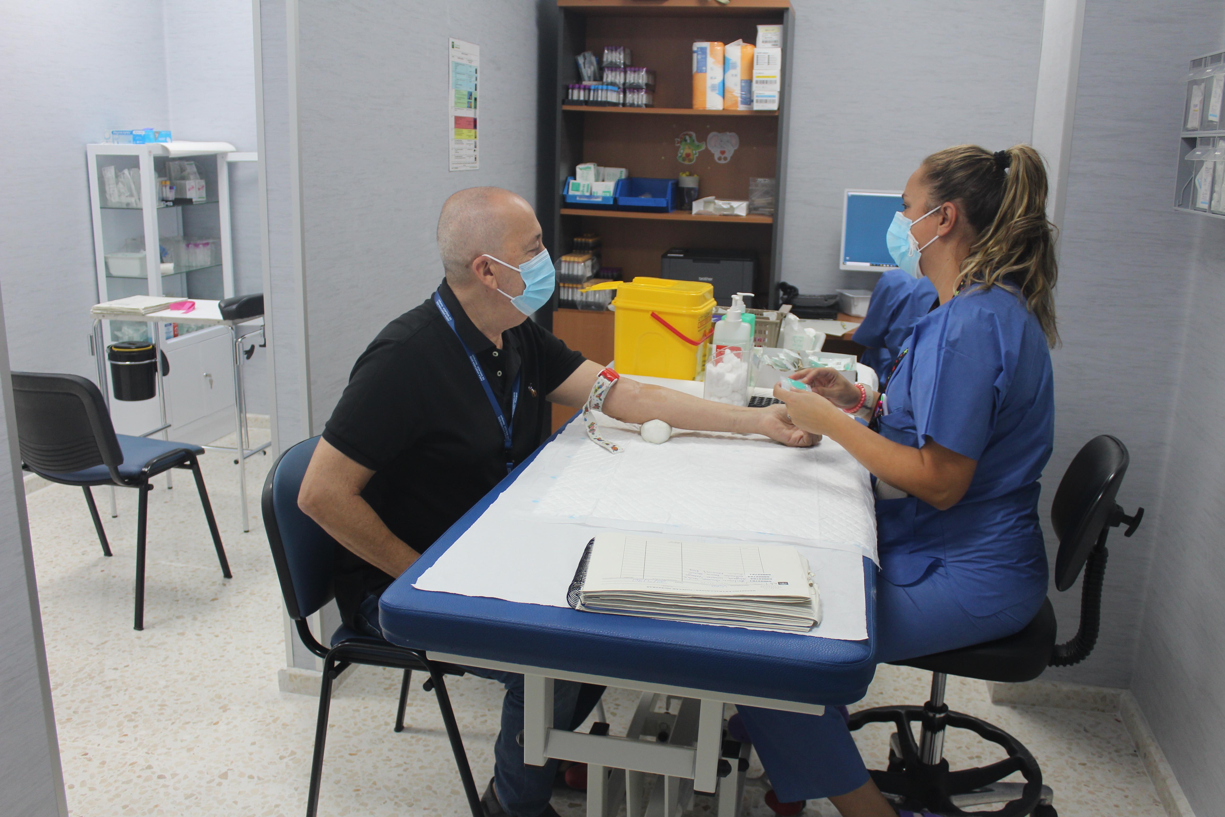 El Hospital de La Axarquía mejora sus espacios asistenciales con la apertura de su nueva sala de extracciones sanguíneas