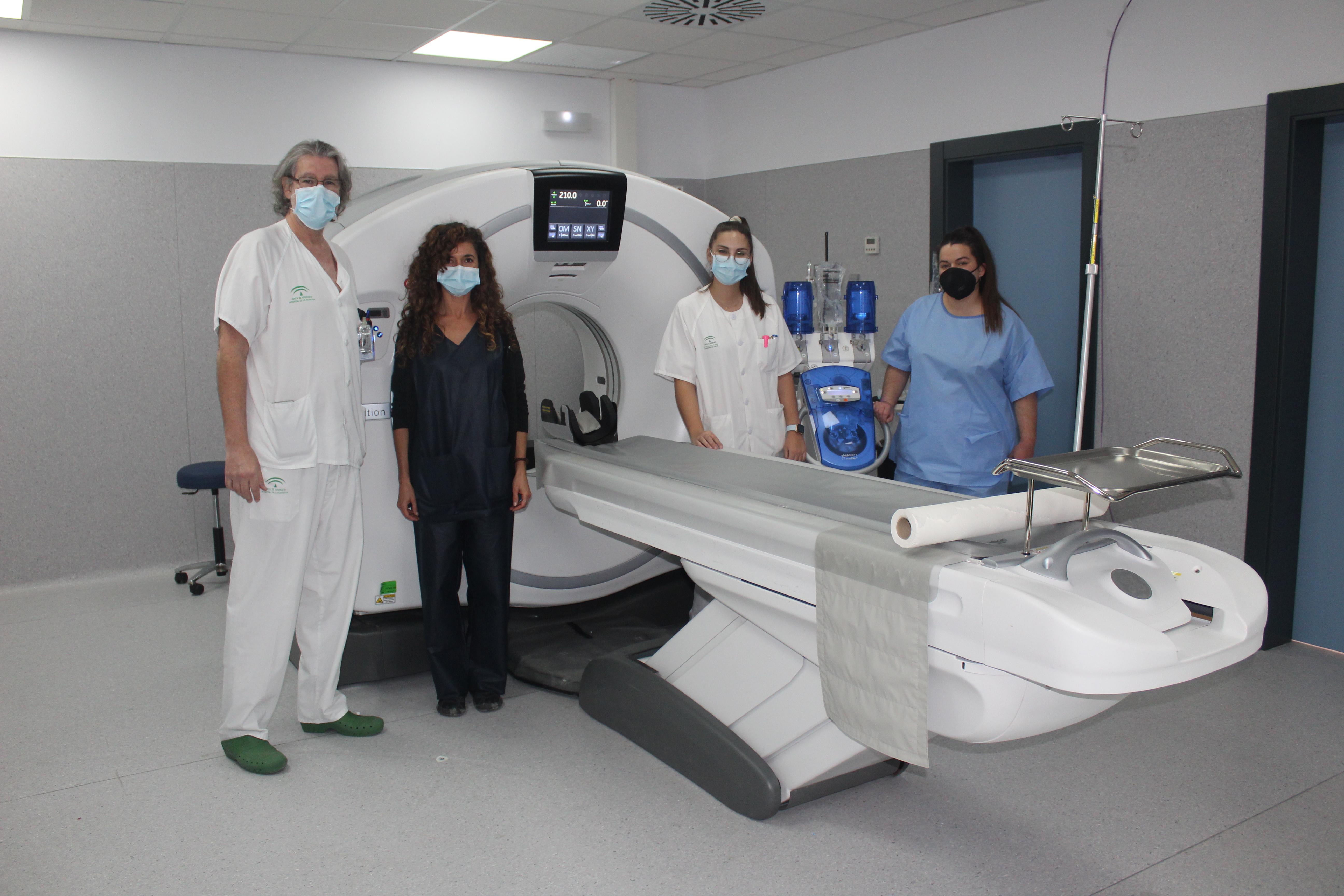 El Hospital de la Axarquía instala dos nuevos equipos TAC que permiten realizar diagnósticos más avanzados y seguros