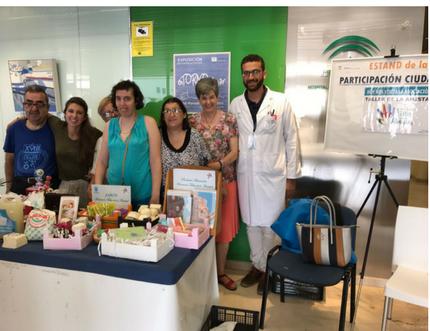 El Área Sanitaria Axarquía acoge en su estand de Participación Ciudadana a la Asociación Taller de la Amistad
