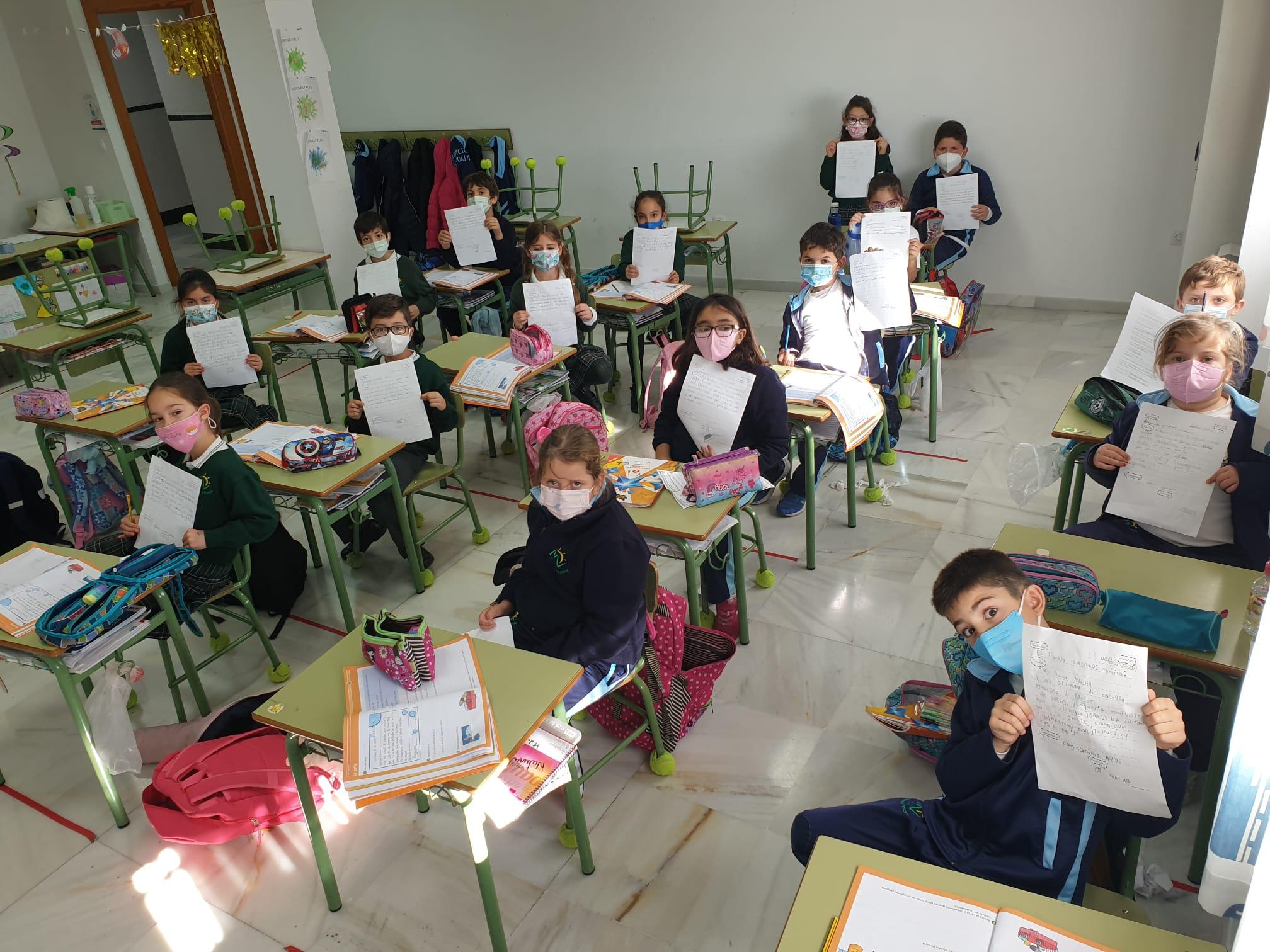 Estudiantes del Centro 'Ntra. Señora de Lourdes' de El Valdés mandan cartas de apoyo a los sanitarios de la Axarquía