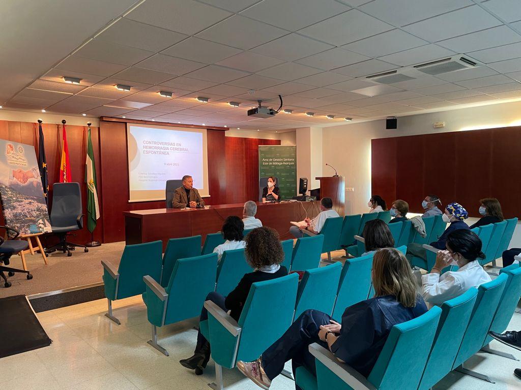 El Área Sanitaria Este de Málaga-Axarquía imparte la sesión clínica 'Controversias en Hemorragia Cerebral Espontánea'