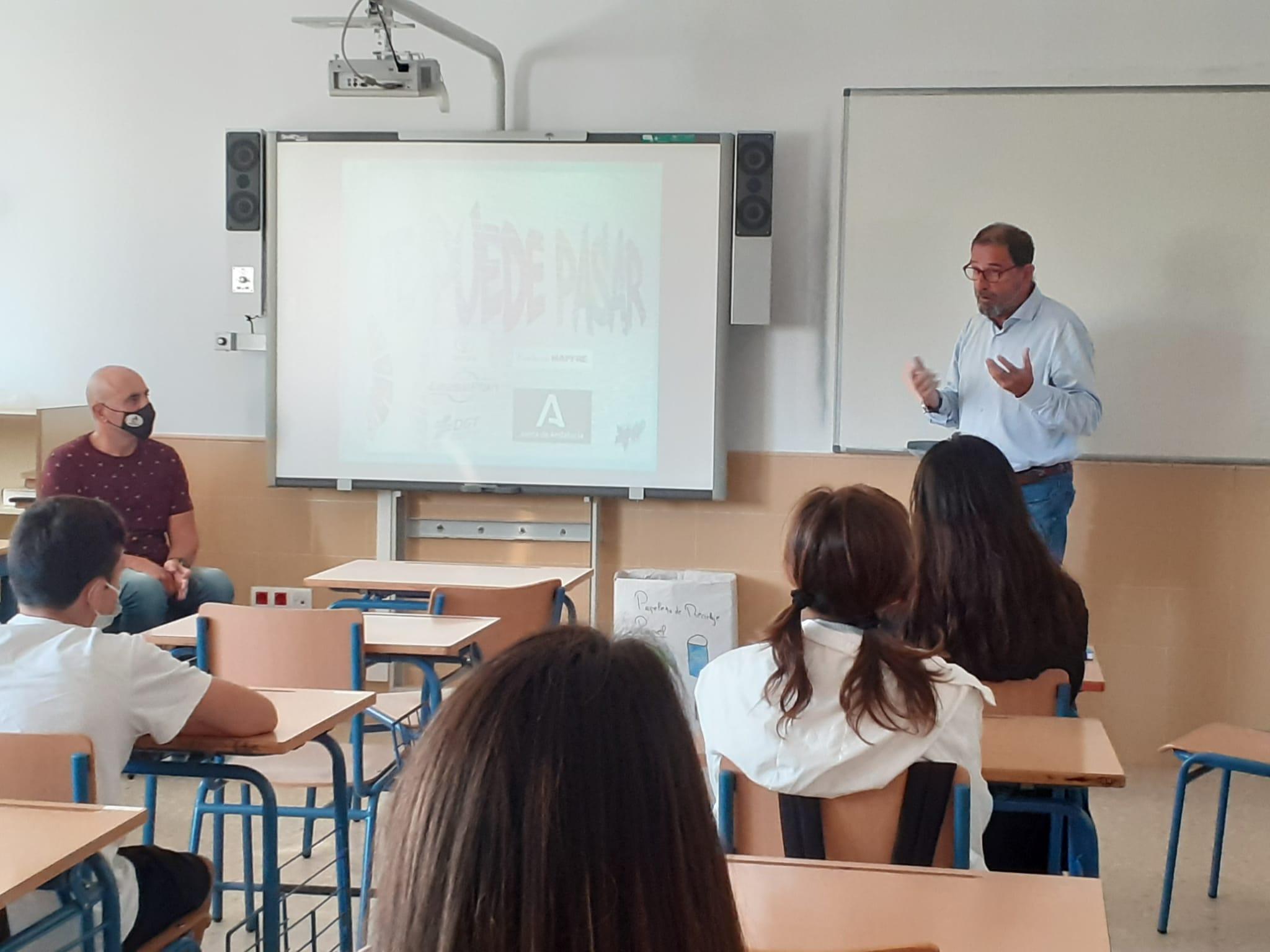 """La localidad de Torre del Mar acoge la campaña """"Te puede pasar"""" para prevenir los accidentes de tráfico entre la población joven"""