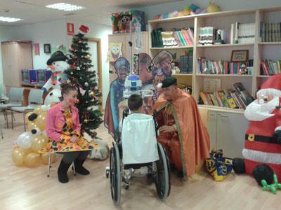 Correos Córdoba, envía al cartero Real para recoger todas las cartas que los niños han escrito a los Reyes Magos