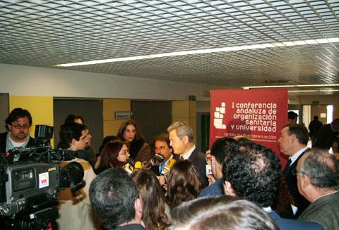 Los medios de comunicación con Francisco Vallejo
