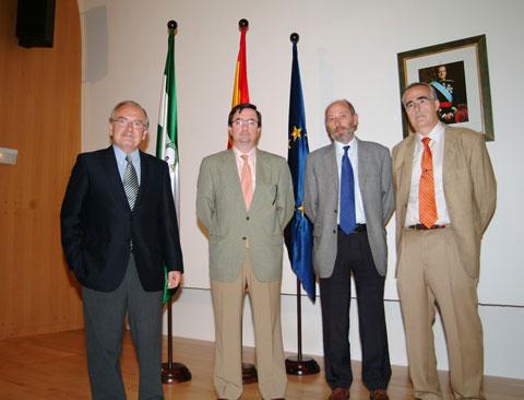 El dr. Cristobal Aguilera acompañador de otros participantes
