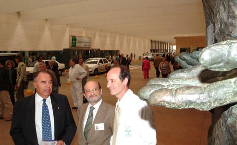 José Luis Bermejo junto al gerente del hospital y el dr. de la Mata