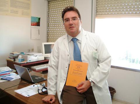 En la imagen el dr. Rivero