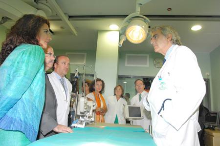 La consejera de salud en la inauguración de la nueva sala de hemodinámica