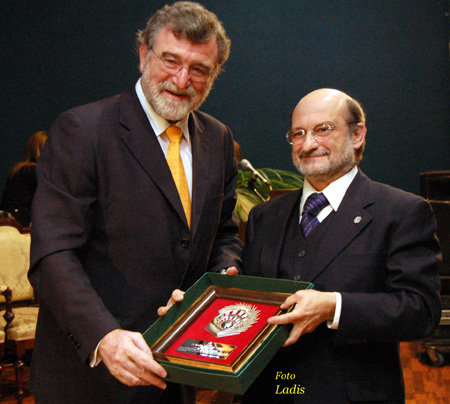 El ex director gerente del Hospital Universitario Reina Sofía, José Luis Díaz Fernández, recibe el premio Santo Tomás de Aquino