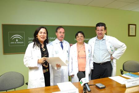 En la  imagen, la doctora Gay, junto al director médico, Manuel García; la psiquiatra Teresa Guijarro y el psicólogo Vicente Sánchez.