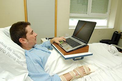 Paciente conectado a la red wifi del hospital