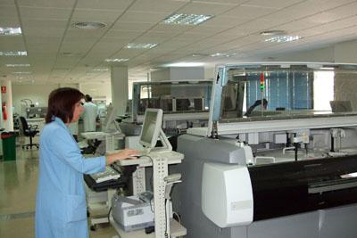 Profesional sanitario en el nuevo laboratorio