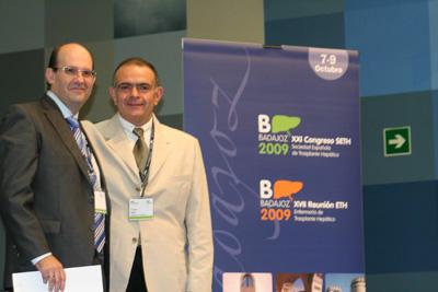 El doctor Briceño recibe el premio concedido por la Sociedad Española de Trasplante Hepático