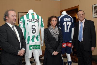 La delegada de Salud, el director gerente y el presidente del Club de futbol de Córdoba