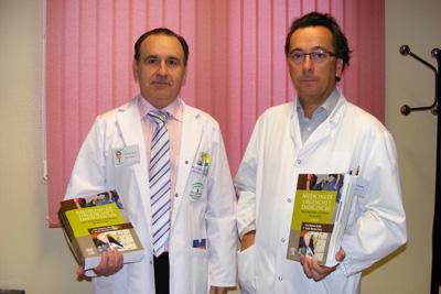 En la imagen, los directores del libro, los doctores Jiménez y Montero.