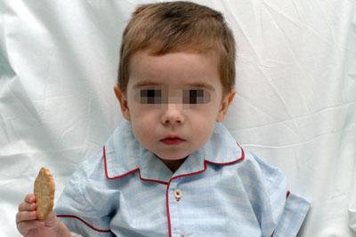 El niño en su habitación del hospital Reina Sofía
