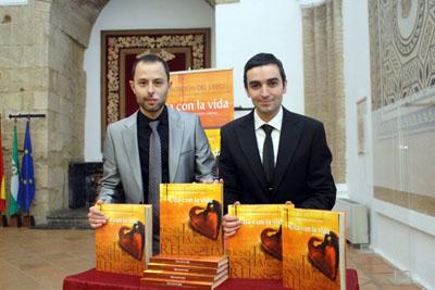 Javier Rubio y Daniel Blanco, diseñador y autor del libro, respectivamente.
