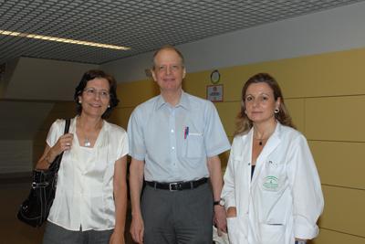 La radióloga Roser Ysamat, el doctor Eisenberg y la jefa de servicio de Radiología, Marina Álvarez.