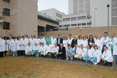 El equipo de dirección y profesionales del Hospital Reina Sofía.