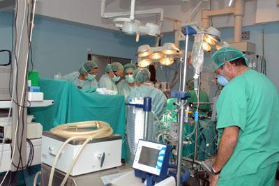 El equipo de Cirugía Cardiovascular durante una intervención quirúrgica.