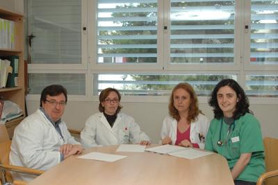 María López, a la derecha, junto a otros facultativos e investigadores.
