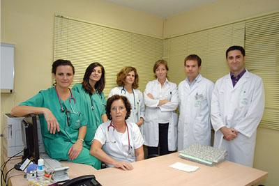 En la imagen, la doctora Guzmán, en el centro, junto a otros especialistas que participan en el estudio.