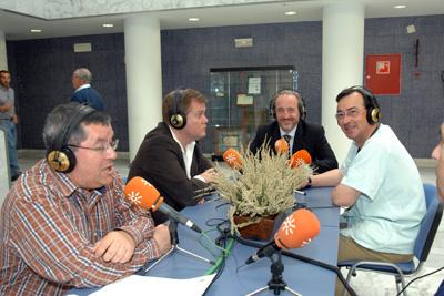 El presentador del programa, el director del Instituto de Medicina Legal de Córdoba, el gerente y el coordinador de trasplantes del hospital.