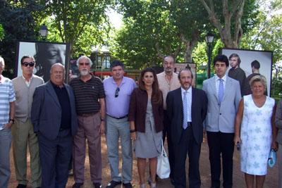 Representantes municipales y hospitalarios acuden a la despedida de la exposición en Peñarroya