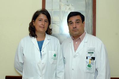 Los oncólogos médicos Raquel Serrano y Enrique Aranda.