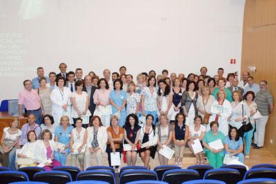 foto de familia de los profesionales homenajeados a principios de junio.
