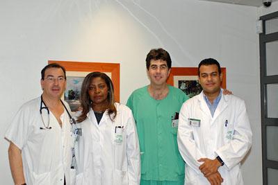 Coordinadores de trasplantes del Hospital Reina Sofía con dos de los especialistas iberoamericanos.