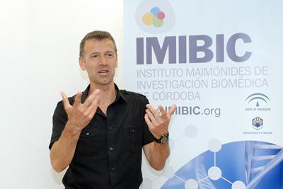 Hugo Vankelecom durante su intervención en los seminarios del IMIBIC.