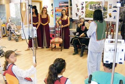 Fiesta medieval en el colegio del hospital para recibir el nuevo curso.