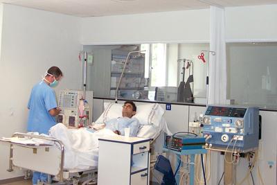 Un paciente se somete a diálisis