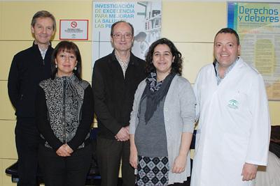 Isidora Ranchal, a la derecha, junto a algunos responsables de la línea de investigación.