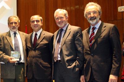 Eduardo Collantes, a la izquierda, junto al Secretario General
