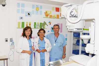 La autora del proyecto, María del Carmen Ramírez, en el centro, junto a responsables de Enfemería del hospital.