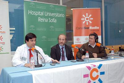 El gerente del hospital, en el centro, junto al Enrique Aranda y José Antonio Luque