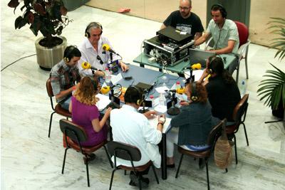 Profesionales del hospital, pacientes y periodistas participaron en el taller de lectura de la Ser.