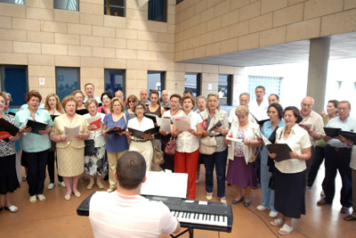 El Orfeón CajaSur ofreció un concierto en el hospital.