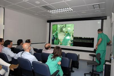 Cardiólogos andaluces siguen las intervenciones realizadas por los especialistas del Hospital Reina Sofía.