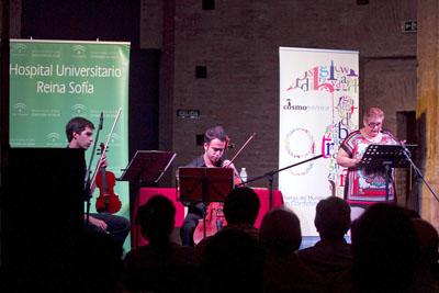 La poetisa Pilar Sanabria condujo el acto. Fotografía de Lola Araque