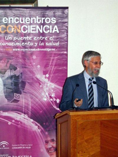 El doctor Pérez Jiménez durante su intervención.