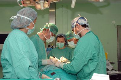Imagen de una intervención quirúrgica de tiroides.
