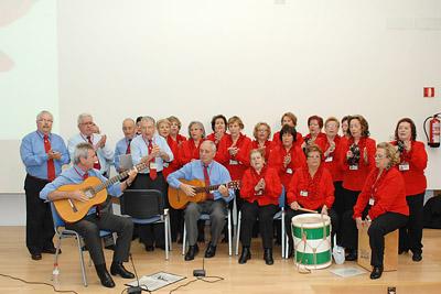 El coro rociero del Hospital Reina Sofía animó la despedida