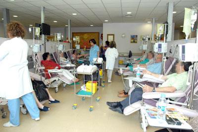 Pacientes reciben tratamiento de quimioterapia en Oncología Médica.