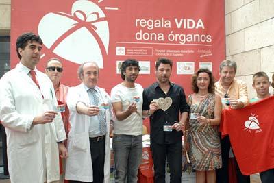 Arcángel y Miguel Poveda, en el centro, han participado hoy en la X Semana del Donante