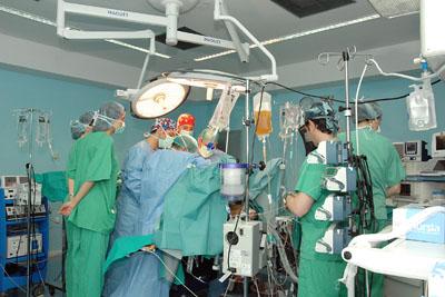 Foto de archivo de la realización de un trasplante