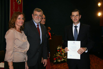 El doctor García Rios tras recoger el premio.