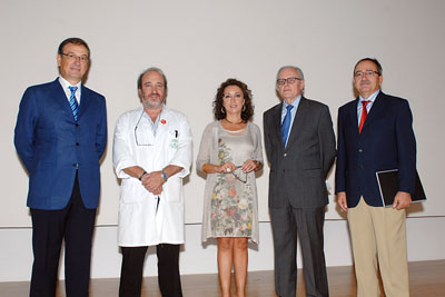 La delegada de Salud y Bienestar Social, el gerente del hospital junto a los organizadores del curso